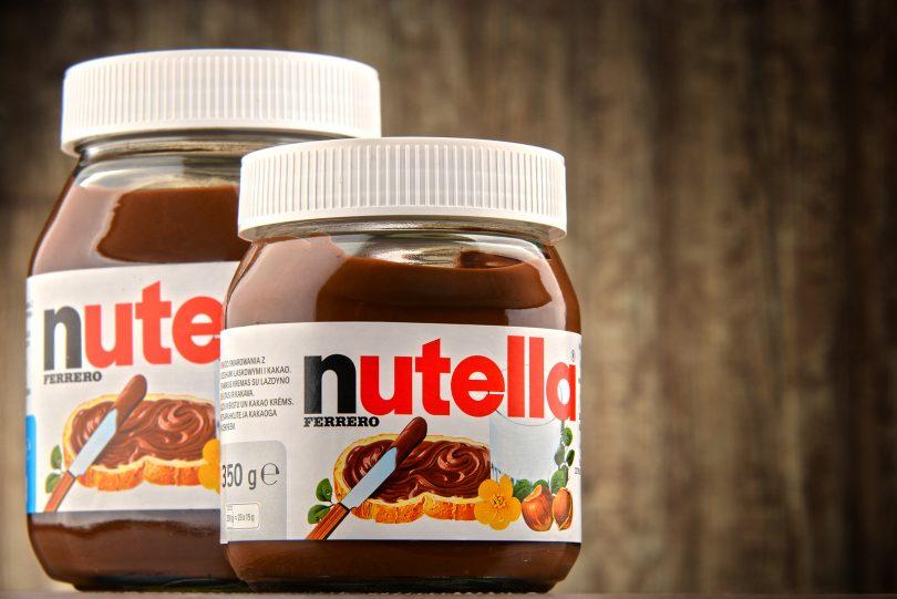 barattoli di Nutella appoggiati su un tavolo