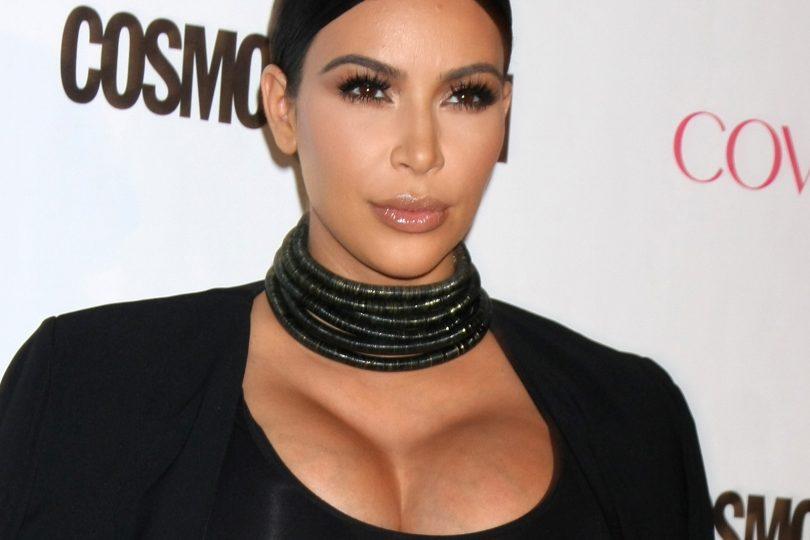 Kim Kardashian regina del contouring. Lei acqua e sapone proprio non ce la immaginiamo!