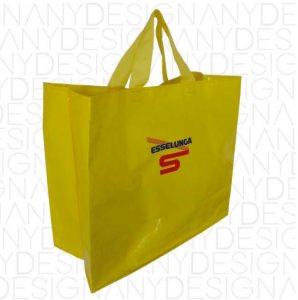 Intervista a Il deboscio: il must have del Salone del Mobile è la borsa Esselunga