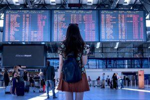 Cosa fare in aeroporto per passare il tempo? Che domande, BERE! (in questo modo)