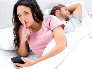 Flirtare in chat è tradimento? Forse no: a volte preserva da quello fisico