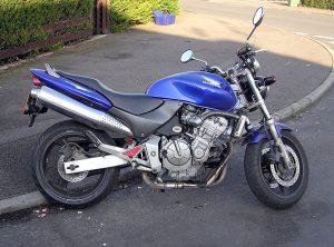Una Honda Hornet del 2000
