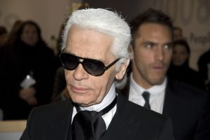 Karl Lagerfeld è morto: prepariamoci al più grande attacco di flatulenza editoriale