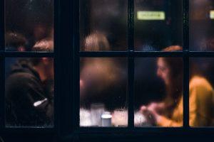 Cosa chiedere al primo appuntamento per non sembrare scemi