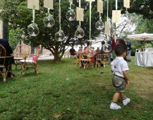 """Un papà millennial: """"I figli sono gassosi: riempiono tutto lo spazio a loro disposizione"""""""