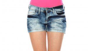 La polemica Elle Instagram sugli shorts fa capire la causa della fine dei giornali: sono dei cacasotto